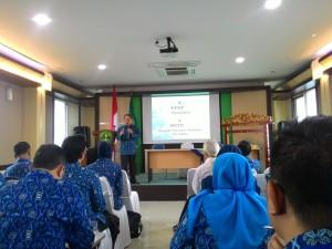 Ketua Paguyuban Pasundan, Prof. Dr. H. Didi Turmudzi, M.Si menyampaikan materi mengenai Paguyuban Pasundan